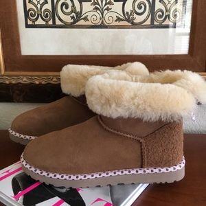 UGG Shoes - Rare UGG Limited Edition Polka Dot Bailey LikeNew